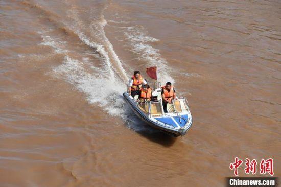 2020年9月,黄河兰州段水位大面积回落,快艇、羊皮筏子等水上娱乐项目恢复运营。(资料图) 杨艳敏 摄