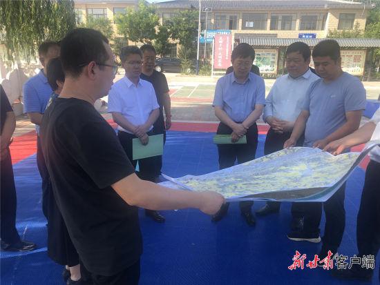 省自然资源厅组织技术人员赴西峰区什社乡调查乡村规划。新甘肃・甘肃日报通讯员 武建飞 摄