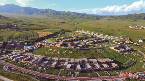 俯瞰安果村。甘南州委宣传部供图