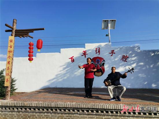 木坡村富有民俗特色的弦子腔表演。新甘肃・甘肃日报记者 王朝霞 摄