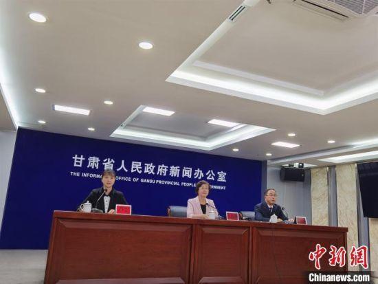 9月15日,甘肃省政府新闻办召开甘肃省深化高等学校考试招生综合改革实施方案新闻发布会。 杨娜 摄