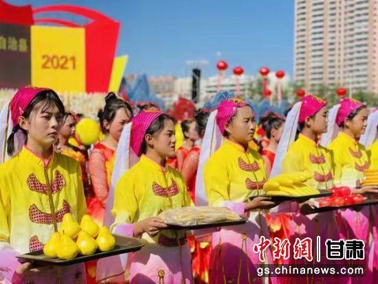 9月23日,积石山县保安族东乡族撒拉族自治县成立40周年大会举行。图为县庆现场。郑雪 摄