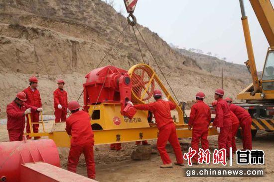 方山作业区合40井场5口新投井紧张有序投运。