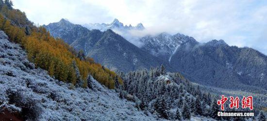 图为祁连山区雪后的景致。 武雪峰 摄