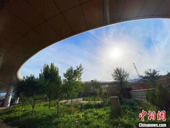 丹霞景区的天空。 张从逸 摄