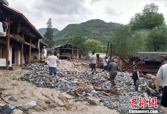 图为文县梨坪镇金坪村受灾现场。 文宣 摄