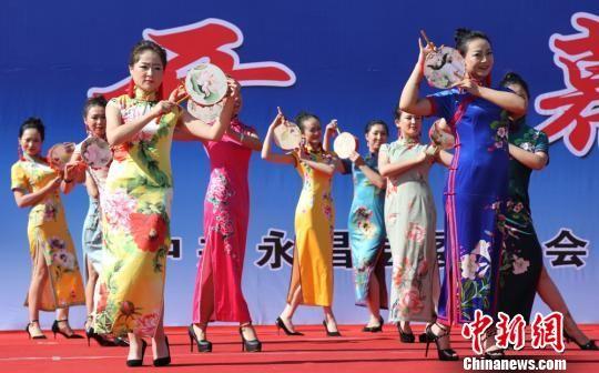 图为旗袍秀扮演。 刘国瑞 摄