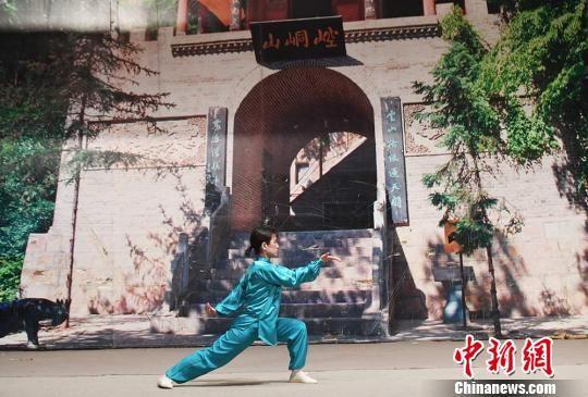 图为日本武术家表演崆峒武术。 杨艳敏 摄