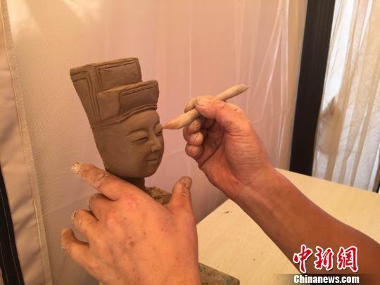 宁县泥塑历史久远,取材以神话传说、历史人物、禽鸟走兽为主。 刘薛梅 摄
