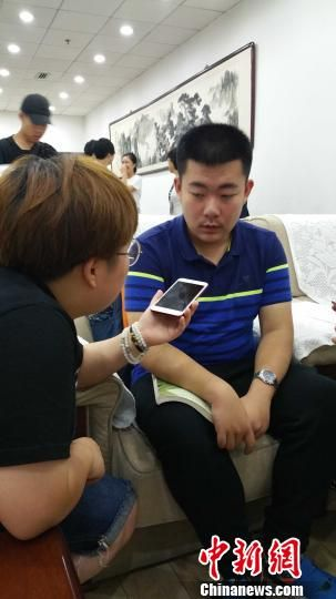 毕业于安徽省安庆一中的周皓宇在2017年国际生物学奥林匹克竞赛中获得总分第一,被保送至清华。 马海燕 摄