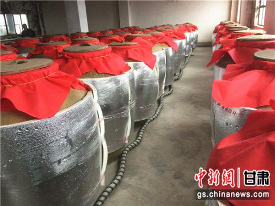 红川酒用土陶酒坛的方式恒温贮藏。史静静 摄