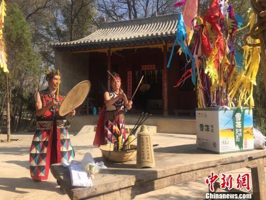 """11月""""农闲""""以来,甘肃洮河流域中上游地区的部分村庄陆续举行古老民间祭祀""""拉扎节""""。 崔琳 摄"""