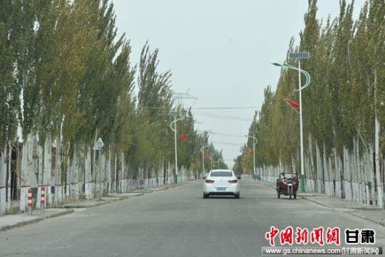 瓜州县农村公路养护一体化打通致富路