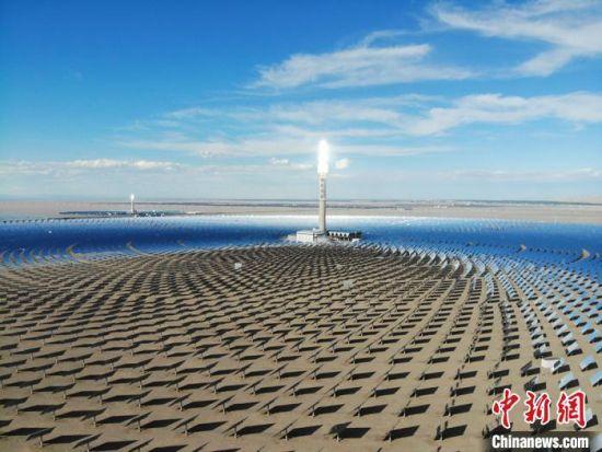 图为首航节能敦煌100MW塔式熔盐光热项目。(资料图)国网甘肃电力供图