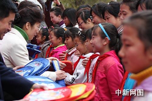 图:西北师大举行女生节
