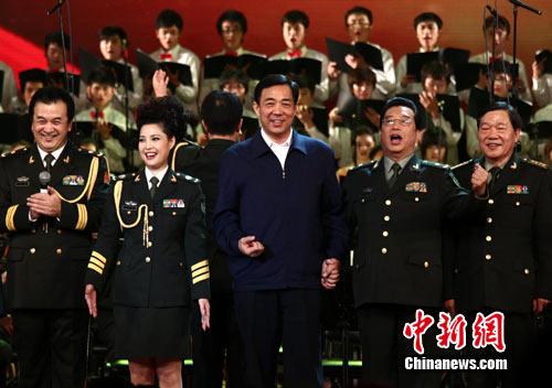 甘肃新闻网 ---国内国际--- 李双江夫妇在渝唱红