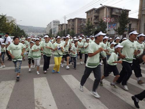 企业快讯 2011年安利纽崔莱健康跑8日在天水起跑
