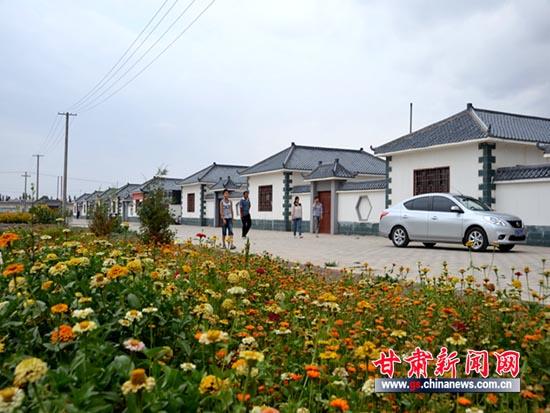 甘肃/8月初,甘肃玉门下西号乡的一所农家院,迎来了休闲度假的客人。