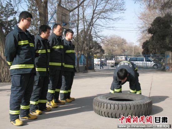 图:兰州石化消防支队春季大练兵
