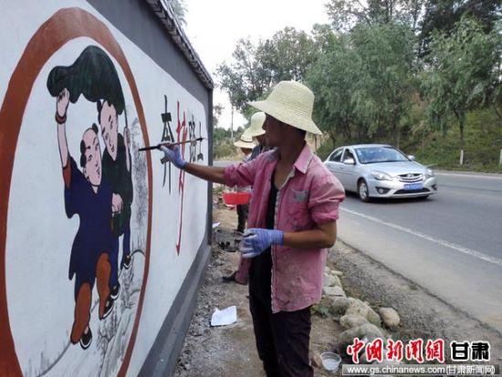 临夏州积石山县彩绘文化墙扮靓美丽乡村