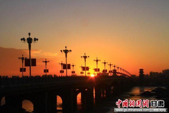 平安彩票合法吗:甘肃张掖初冬时节景色美