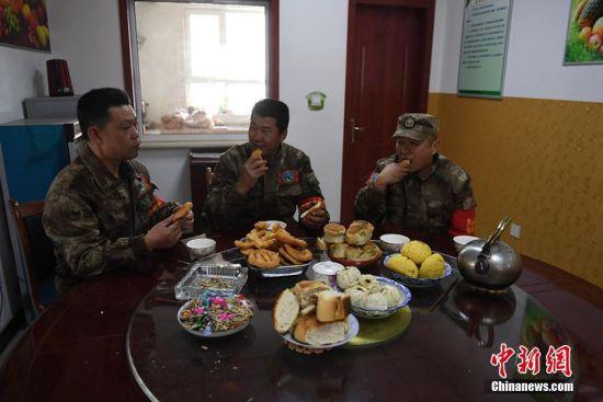 """彩宝北京快乐8:祁连山两代人的""""守护""""_64年无火灾的纪录"""