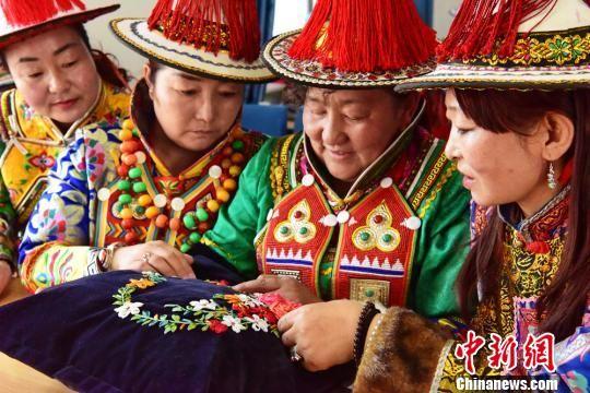 甘肃裕固族妇女传统手工艺载新技能谋现代发展