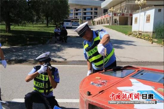 西峰交警开展事故应急演练 首次启用无人机勘察现场