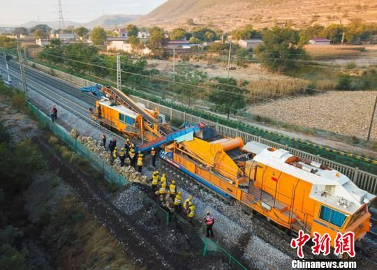 中铁用手机如何能赚钱局陇海、兰新干线集中修 恢复行车设备