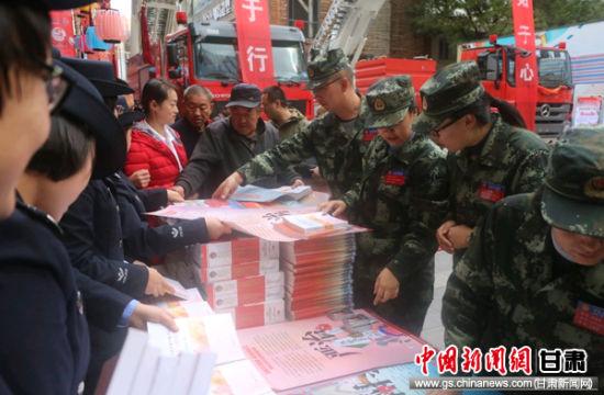 """兰州七里河消防大队""""快闪""""宣传消防安全知识"""