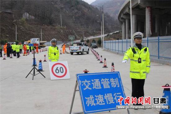 陇南交警开展应急突发事件演练活动