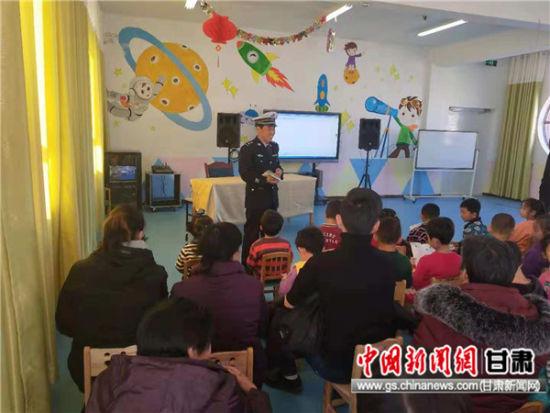 肃南公安交警开展122主题宣传进校园活动