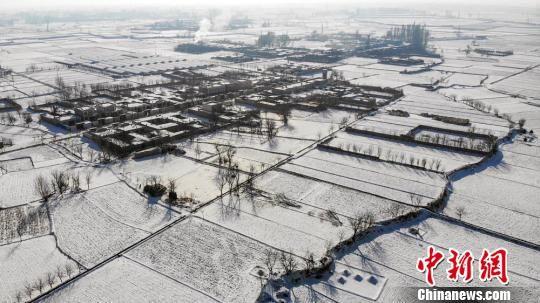 """甘肃张掖雪后初霁 皑皑白雪下现""""冰雪村落"""""""