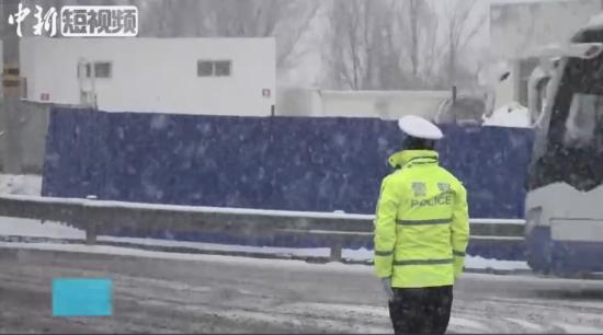 风雪中的陆上灯塔——送体验机无需申请交警们