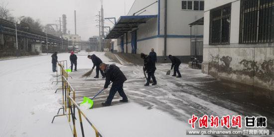�m州石(shi)化化工���\�S(chang)��L(feng)冒雪�b卸作�I